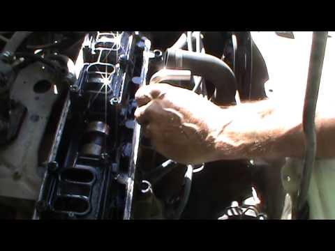 Как выкрутить болт слизанной гранью в Головке Двигателя