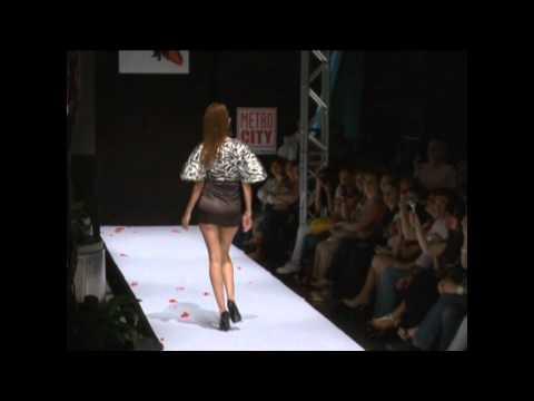 Güçlü Serhan Yazaroğlu -Haute Couture 2011 DEFİLESİ.mpg