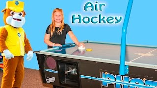 getlinkyoutube.com-ASSISTANT Air Hockey with Paw Patrol +PJ Masks + Big Bad Wolf in Real Life