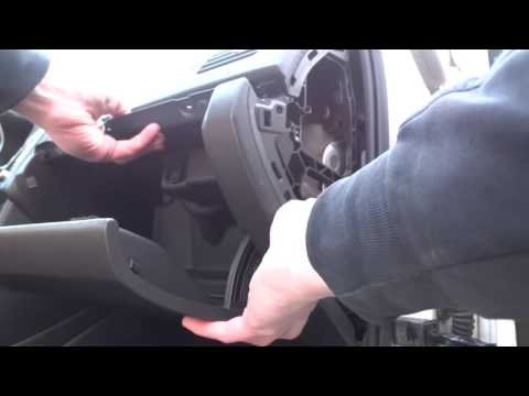 VW polo sedan/снимаем бардачок