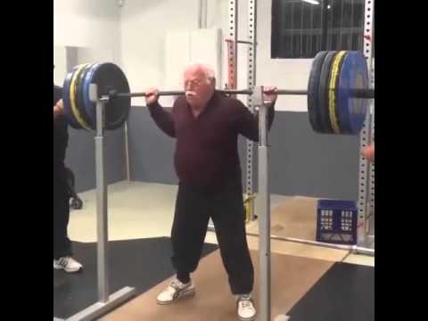 89 years old and still doing squats, no excuses!