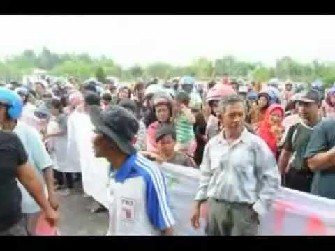 DEMO TOLAK PLTN DI HALAMAN KANTOR BUPATI BANGKA BARAT