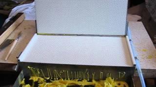 getlinkyoutube.com-Izrada satnih osnova, presa sa vodenim hladjenjem za vosak, mittelwandgussform presa faguri 3