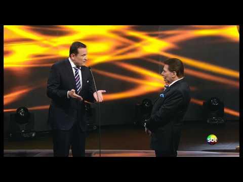 Silvio sugere pautas durante entrega de troféu para Cabrini