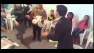 Pastor Bate em Fies Cenas Chocantes   YouTube