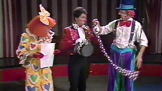 getlinkyoutube.com-Ringling Bros. - How to be A Clown