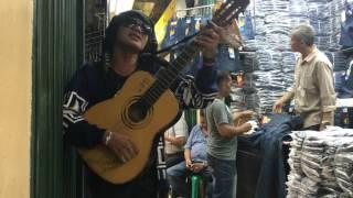 "getlinkyoutube.com-Pengamen bagus! bawain lagu ""rantau den pajauah"" di pasar cipulir."
