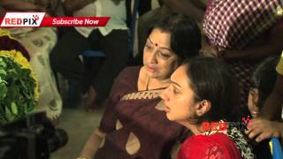 getlinkyoutube.com-Actress Meena and Lakshmi pay Homage - Veteran actress Manjula Vijayakumar died today.[RED PIX]