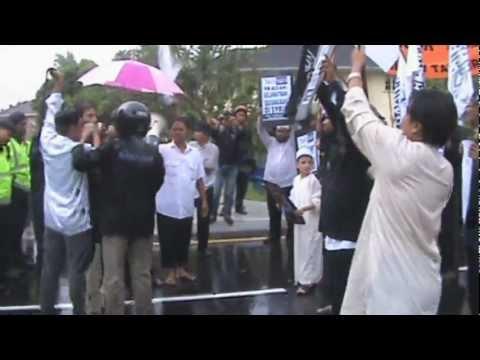 Seruan bantahan oleh Hizbut Tahrir Malaysia di hadapan Kedutaan Syria