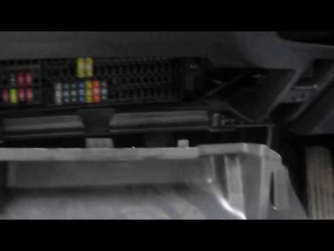 Где в Volkswagen Golf находится предохранитель моторчика омывателя
