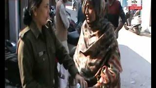 बेटी को नहीं मिला इंसाफ, तो माँ ने पुलिस के सामने ही उठाया यह कदम