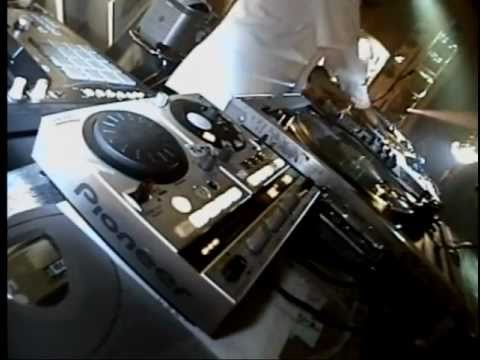 DJ Shadow   In Tune And On Time LIVE! 2002 part1