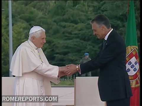 Benedict XVI arrives to Portugal