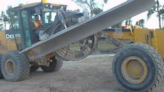 getlinkyoutube.com-swinging the saddle out on a motor grader