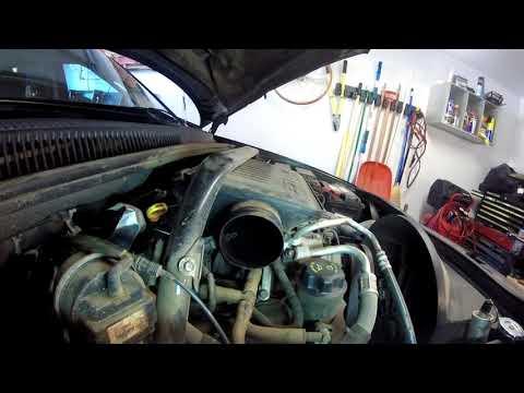 Где находится у Jeep Командер фильтр двигателя