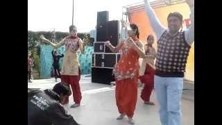 getlinkyoutube.com-Raunchy Punjabi Wedding Dancers   Paa boli sorneya ve