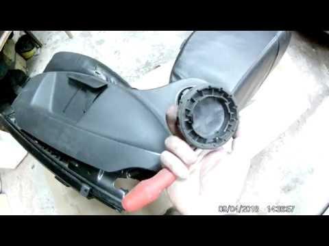 Как снять боковую накладку сиденья водителя на Шкоде Ети