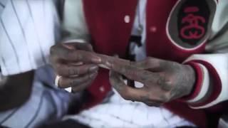 getlinkyoutube.com-Wiz Khalifa Teaches you How To Roll A Raw Paper Joint