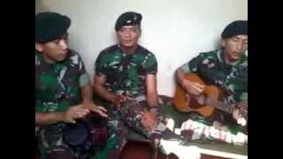 getlinkyoutube.com-lagu TUNAIKAN TUGASMU (suara hati kekasih prajurit ) cipta kopda puji yonif 400/R