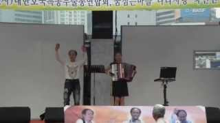 getlinkyoutube.com-윤미-아코디언 연주 / 서울역 광장 (노숙인 희망*사랑 나누기) 2013.5.18