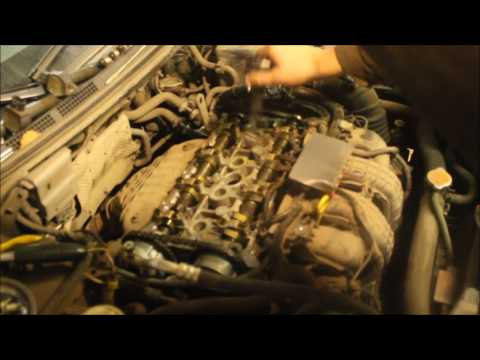 Где в Митсубиси Lancer Cedia находится щуп масла в двигателе