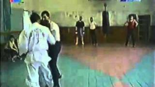 getlinkyoutube.com-Бокс против карате ( boxing vs karate).avi