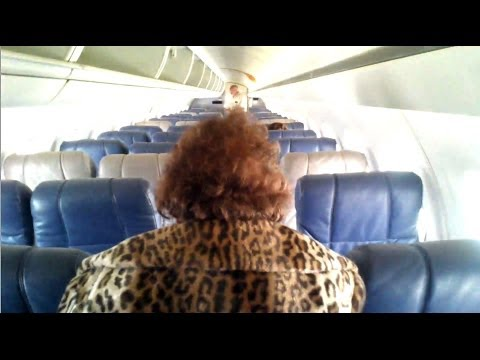 HD Mama Boarding Air Stairs United Express ERJ-145 Houston Intercontinental Continental