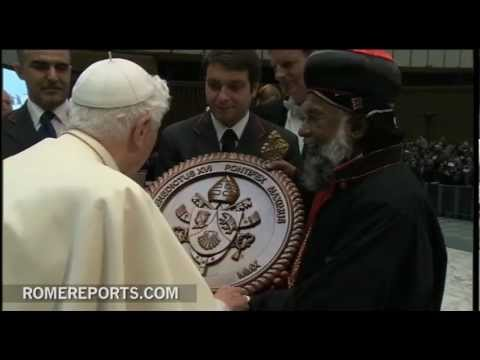 Cardenal Baselios Thottunkal introduces his family to the Pope