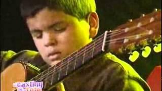 getlinkyoutube.com-Con 11 años, tocó su guitarra como un grande   El casting de la tele 2008   El Trece