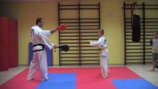 getlinkyoutube.com-KIDS TRAINING TAEKWONDO - fantastic spinning kicks and excercises