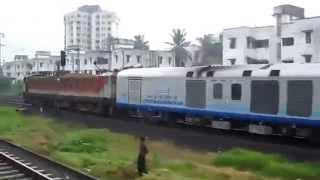 getlinkyoutube.com-High Speed Parallel action - Indian Railways (Shatabdi vs Mumbai Local)