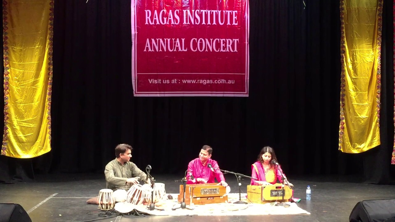 Pooja Gupta performing Raag Puriya Dhanashri with Sh Vinod Kumar at Ragas Concert 2017