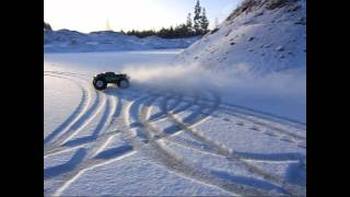getlinkyoutube.com-Nice drift monster truck in the snow - RC car monster
