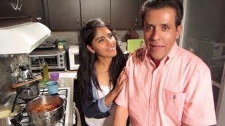 getlinkyoutube.com-Día del Padre | Preguntas y respuestas con nuestro papá mientras cocina un estofado con Karen
