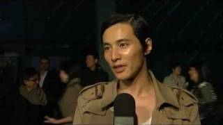 getlinkyoutube.com-Won Bin at Burberry Beijing Digital Fashion Show 2011.04.13