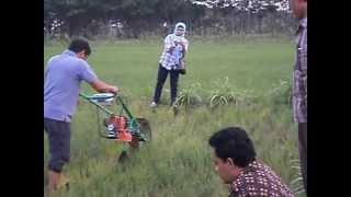 getlinkyoutube.com-POWER WEEDER 08121927053 ALAT PENYIANG GULMA www.matohtech.com