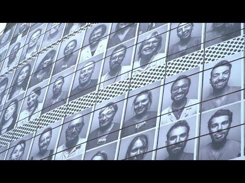 يورو نيوز:شاهد: تغطية واجهة الأوبرا في باريس بصور أفراد طواقم طبية تقديرا لمكافحتهم كورونا