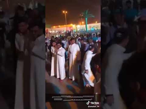 بالفيديو.. شباب يؤدون «رقص حر» على أغنية مايكل جاكسون بموسم الرياض