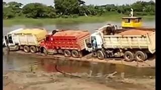 getlinkyoutube.com-Overloaded Ferry Truck Parking Fail