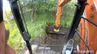 getlinkyoutube.com-Hitachi ZX85US-5 Engcon EC209 Ditching in a peat bog.