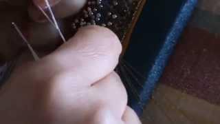 Bolillos: c�mo poner abalorios con una aguja de ganchillo