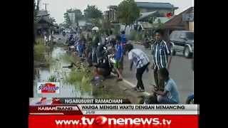 getlinkyoutube.com-Warga Jambi Ngabuburit dengan Mancing Ikan di Pinggir Jalan