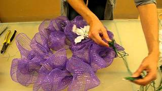getlinkyoutube.com-How to make a mesh wreath - 1