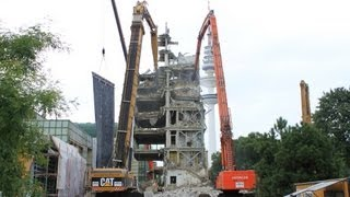 CATERPILLAR 5110B & HITACHI ZAXIS 870 LONGFRONT DEMOLITION EXCAVATORS TEAMWORK