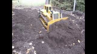 getlinkyoutube.com-RC D11 dozer - Pushin dirt 1