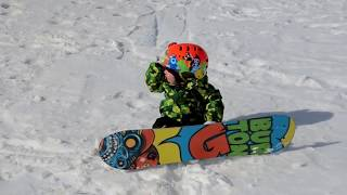 getlinkyoutube.com-Baby snowboarder Ashton