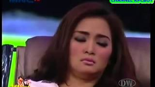 getlinkyoutube.com-Suka Suka Uya   Gokil Abis Ketika Vega Dihipnotis Jadi Elvy Sukaesih