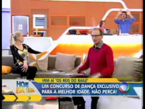 Britto Jr. é possuído ao vivo no programa