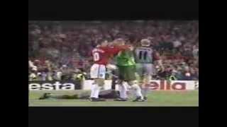 getlinkyoutube.com-The Final 3 Mins- Man United v Bayern Munich 1999- Rare Pitch Side Footage- Champions League Final