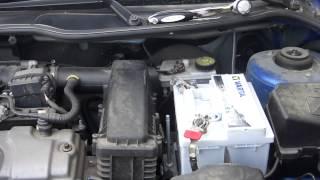 getlinkyoutube.com-Peugeot 206 + Changer sa batterie
